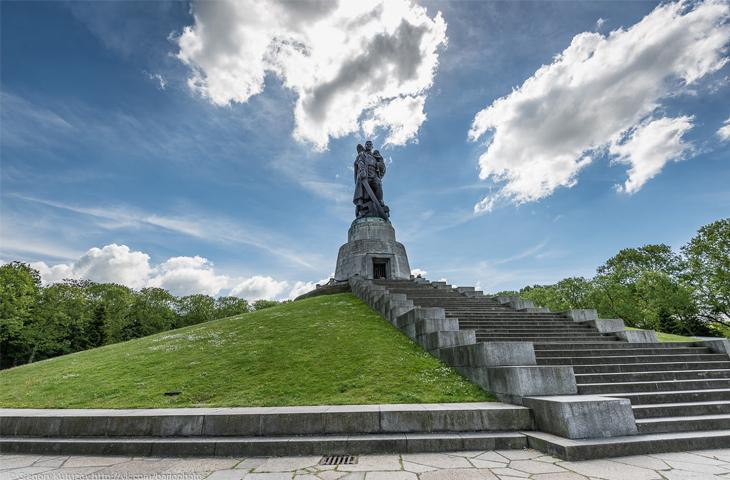 Германия, Берлин - Советский военный мемориал в Трептов-парке