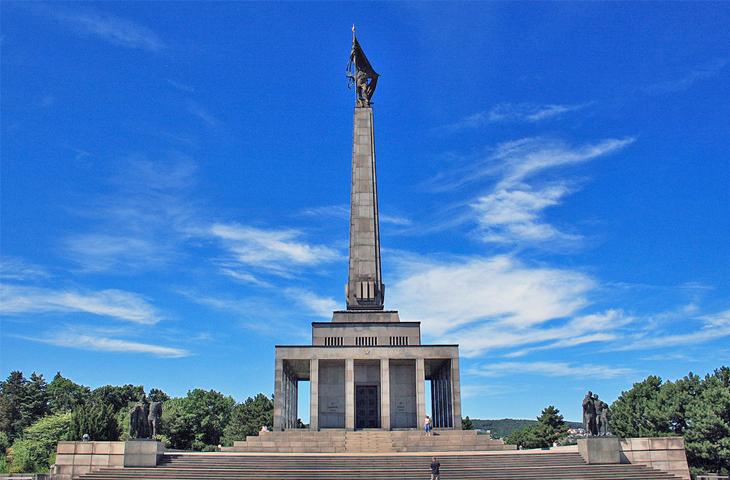 Словакия, Братислава - Мемориал советским воинам на холме Славин
