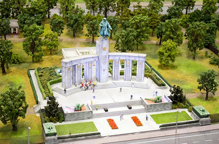Германия, Берлин - Мемориал павшим советским воинам в Тиргартене