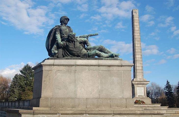 Польша, Варшава - Кладбище-мавзолей солдат Советской Армии