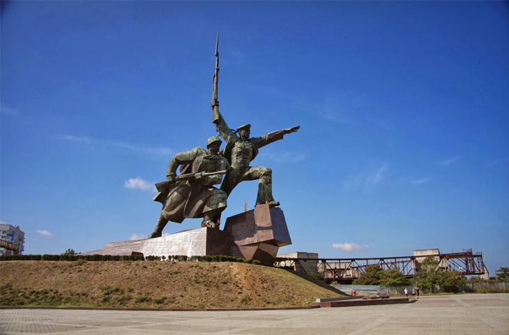 Город-герой Севастополь, Памятник Матросу и Солдату